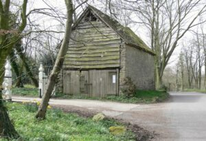 Old_barn_in_Chorley,_Shropshire_-_geograph.org.uk_-_396550