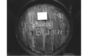 OLD BARREL CONTAINING BLENDING DISTILLATES